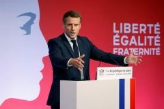 Emmanuel-Macron-prononce-discours-separatismes-Mureaux-2-octobre-2020_0.jpg